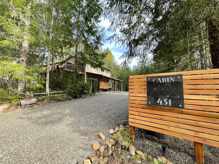 NEW! Luxury Cabin w/ Hot Tub by Olympic NP Lakes!