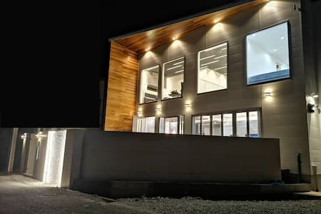 究極のデザイナーズ貸切別荘 定員10名まで宿泊OK 2019年8月完成Bitcoin Villa