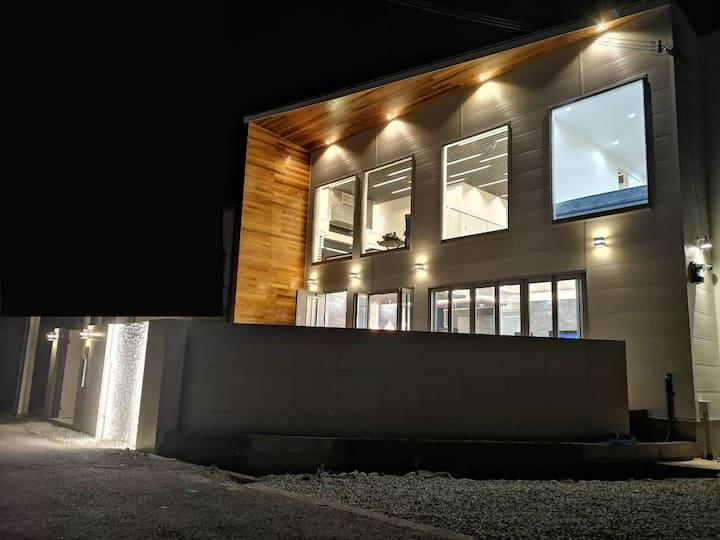 究極のデザイナーズ貸切別荘 完全プライベートで安心 定員10名まで宿泊 Bitcoin Villa