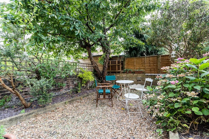 Characteristic 2 Bed House with Garden Shoreditch