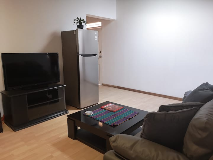 2 Bdrm Apt Safe Area King Bed 10 Min From Airport
