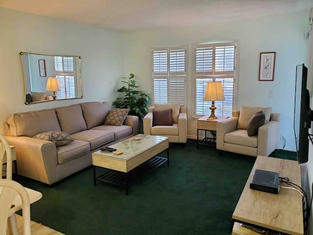 Clean & Comfortable One Bedroom - heated pool