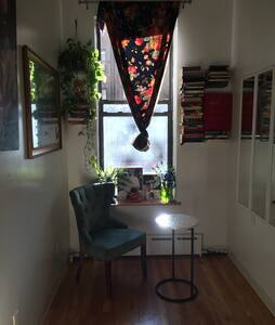 Well located East Village studio, 5 minutes from major subway lines, 15 minute walk to Union Square. Cot sized lofted bed, 1/2 kitchen and shared bath. It's a beautiful, clean, convenient and well loved space. It's tiny but the location is exceptional.