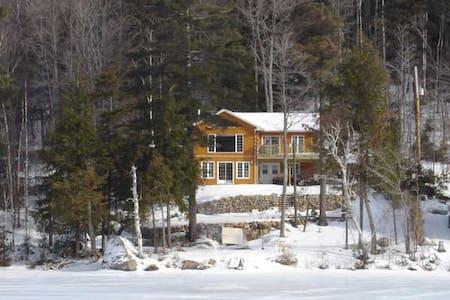 Chalet 4 chambres à 30 minutes d'Ottawa - Val-des-Monts