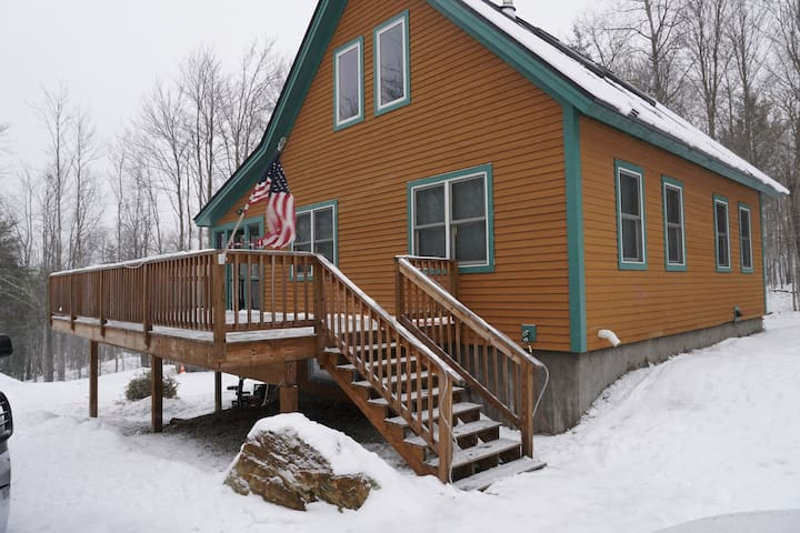 3 BDR VT Mountain Home 3 minutes from Smuggs!