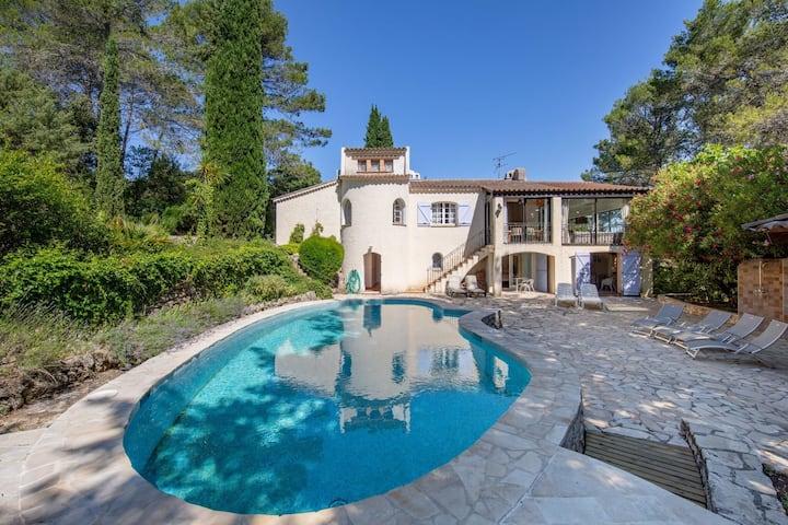 Villa di classe a Lorgues con terrazza e cortile