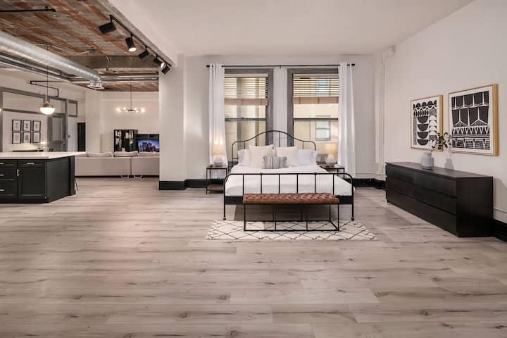 Industrial Chic & Modern Large Loft - <3 of DTLA
