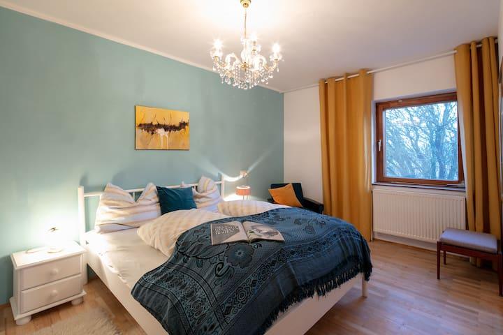 Schlafzimmer 2 - Doppelbett 180x200 cm