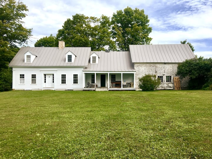 Highfields: a Historic Farmhouse w separate Studio