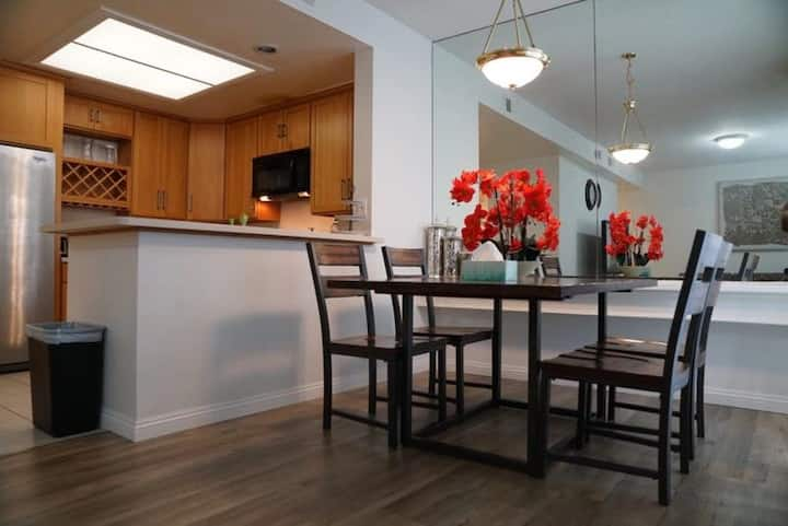 Entire Place! A bright and roomy 2B2.5B Townhouse
