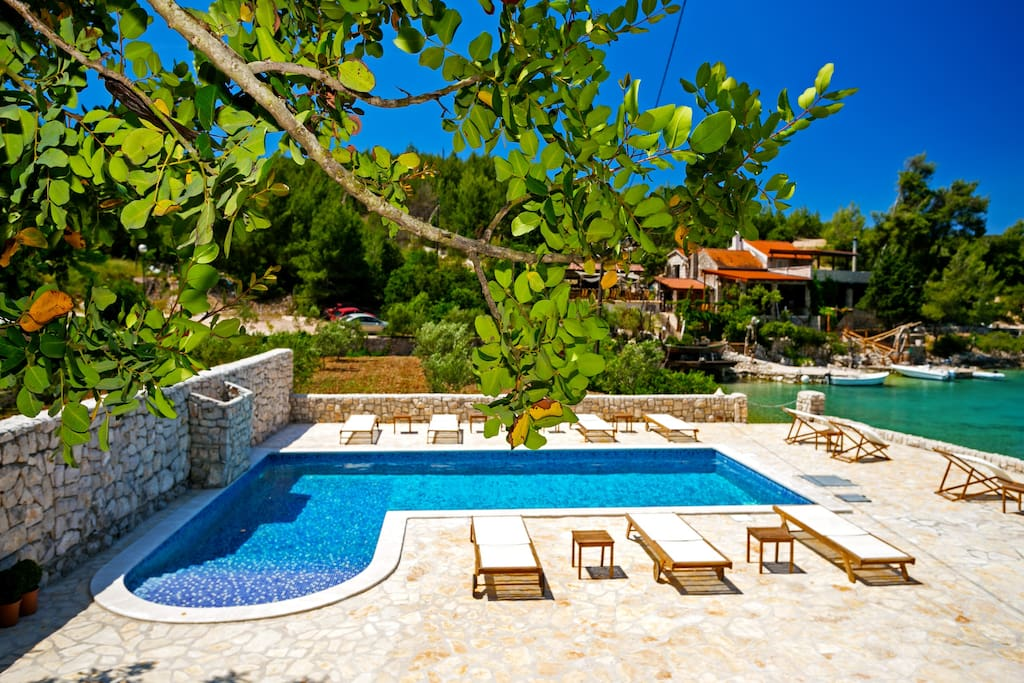 Villa Huerte - swimming pool and view of the restaurants across the bay