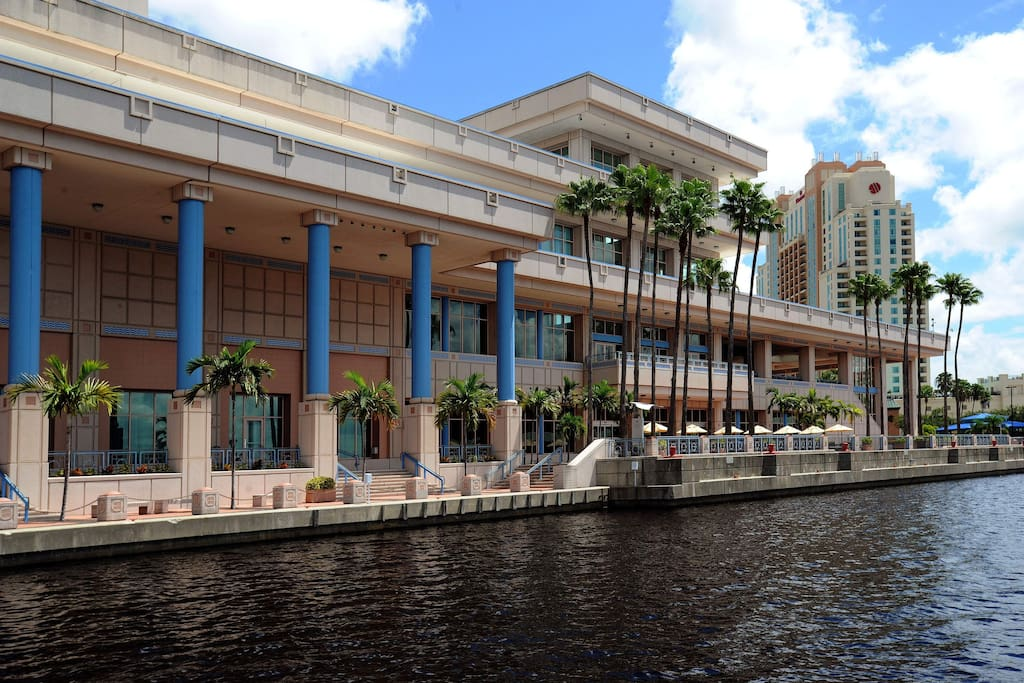 Tampa Convention Center - 10 min drive