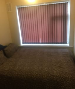 Clean and decent double room - Leeds