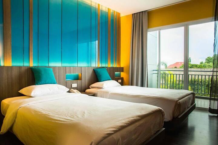 L0101芭提雅四星级酒店。大泳池。交通方便。拍照漂亮。价格美丽。