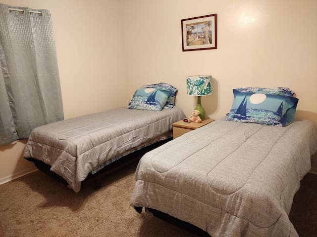 Space Coast Hideaway 2 Single Beds (BED2)