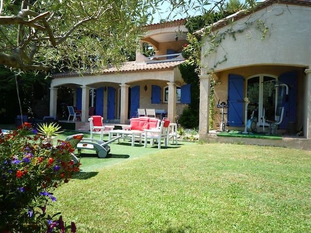 Villa 8pers piscine atypique dans impasse au calme