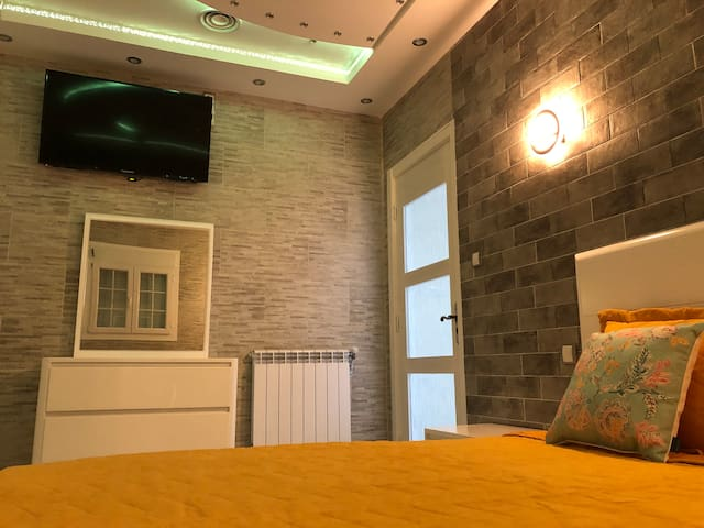 Chaleureuse chambre lit double
