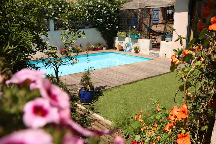 Jolie maison de ville avec piscine privative