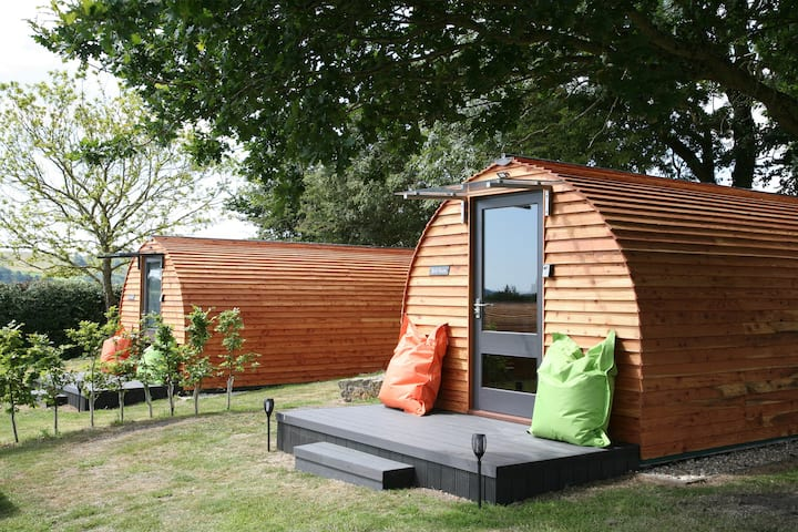 """Red Rum"" A spacious glamping Pod near village Inn"