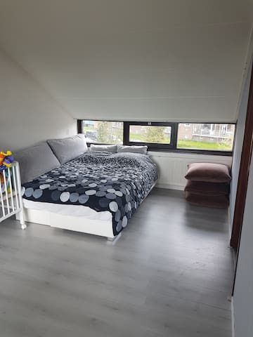 Nice and clean rooms for couples or family - Koog aan de Zaan - House
