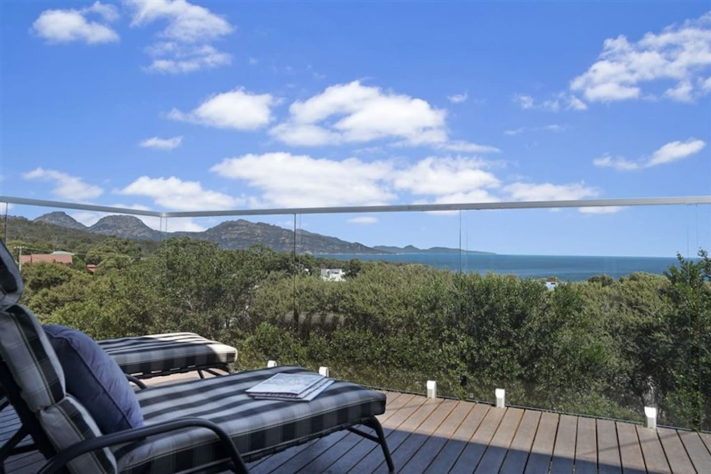 Stunning ocean view and The Hazards Mountain, home of Wineglass Bay
