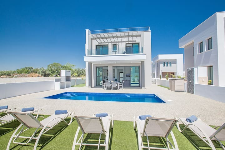 Villa Priya, Brand New Luxury 3BDR Pernera Villa
