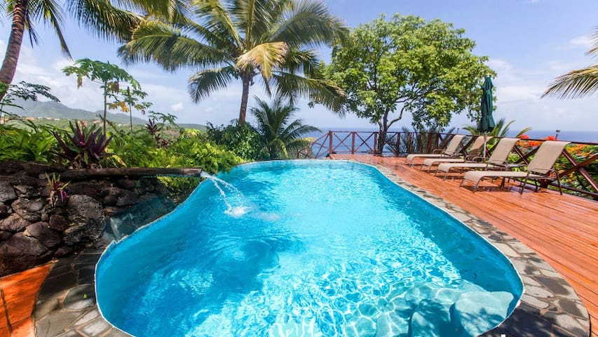 BANANA COTTAGE: AMAZING OCEAN VIEWS, ECO-LUX! - Marigot Bay - Rumah
