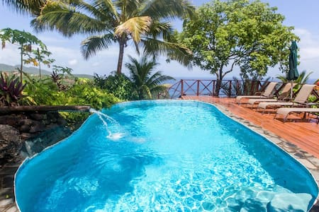 BANANA COTTAGE: WOW VIEWS, PARADISE POOL, TROPICAL - Marigot Bay