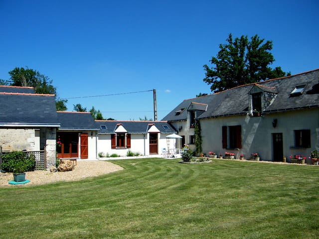 3 bedroom gite in peaceful rural location - Chartrené - Σπίτι