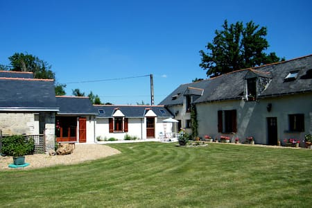 3 bedroom gite in peaceful rural location - Chartrené - House