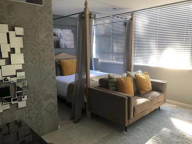 Luxurious Studio Sea Point Apartment