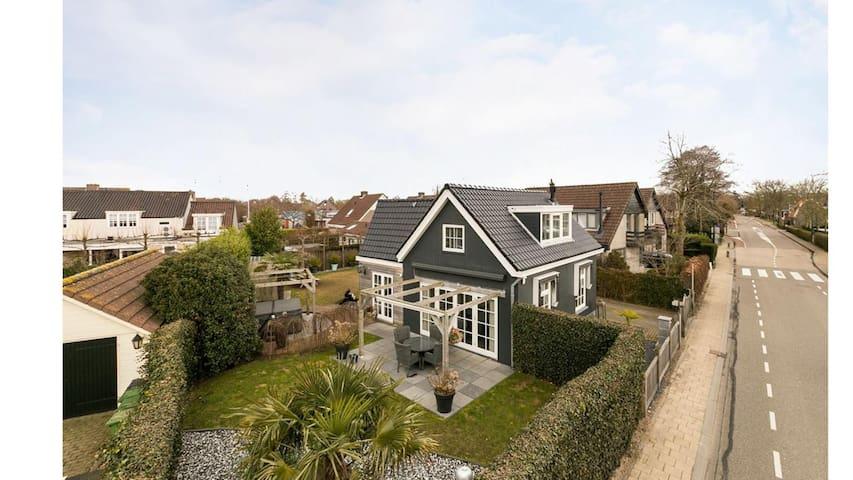 Vrijstaande luxe villa in Loosdrecht