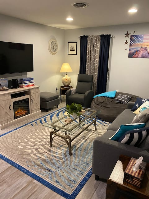 Chesapeake small town getaway in modern 3BR house