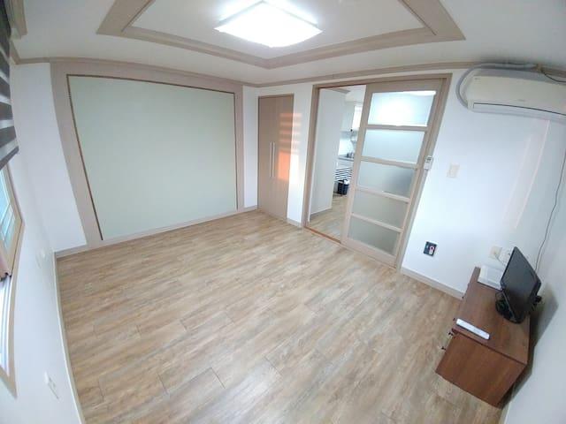 단체 여행을 위한 깨끗한 4인 Room