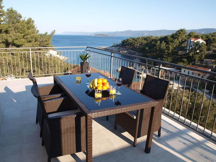One bedroom apartment with terrace and sea view Mudri Dolac, Hvar (A-4050-d)