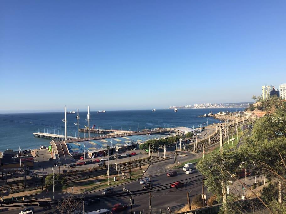 Vista a la bahía de Valparaíso y Viña del Mar