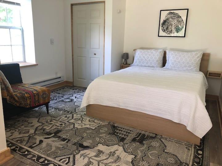 Bright, cozy Asheville suite w/ private entrance