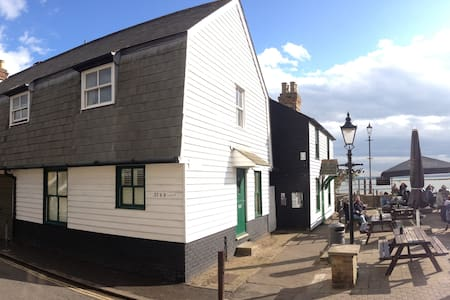 Billet Wharf House