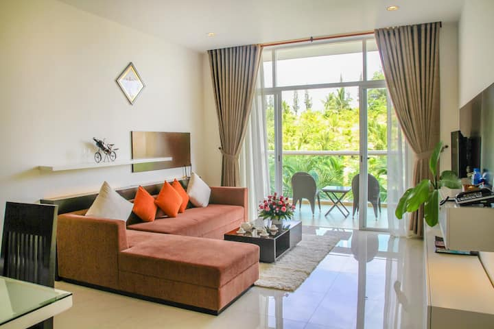 Two-bedroom apartment garden view with services