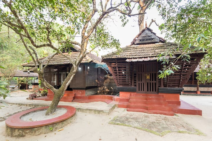 Private room in a 300 year old house near Marari - Mararikkulam North - Szoba reggelivel