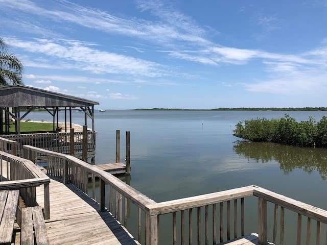 Flounder Cabin on the Mosquito Lagoon in Oak Hill