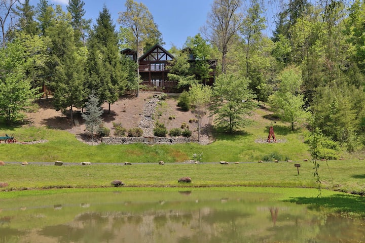 Black Bear Hideaway a five bedroom cabin located in Cedar Falls Resort.