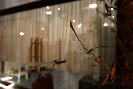 古镇中央驿站,三层现代Loft。日式榻榻米、家庭影院、孩童区、视野房东 - 余姚市 - Rumah bandar