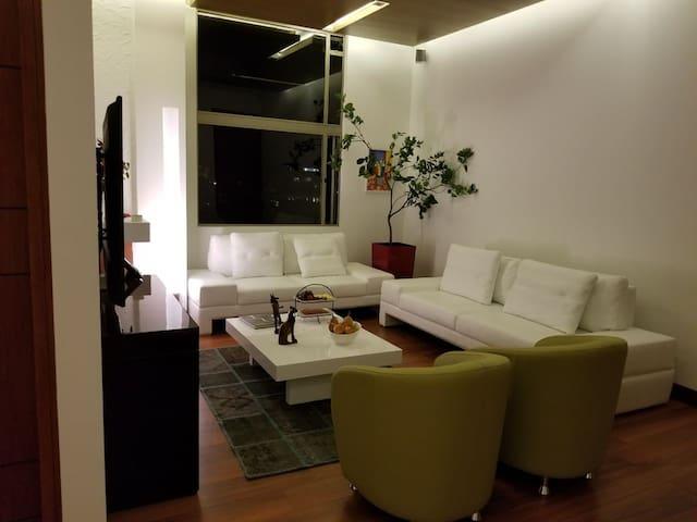 Modern Executive Room Chicó Bogota