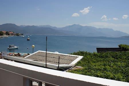 Villa 9 - balcony with sea view, at sea coast - Đenovići - Bed & Breakfast