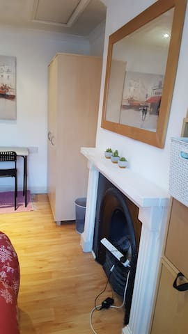 Spacious double room in Vauxhall, good location!