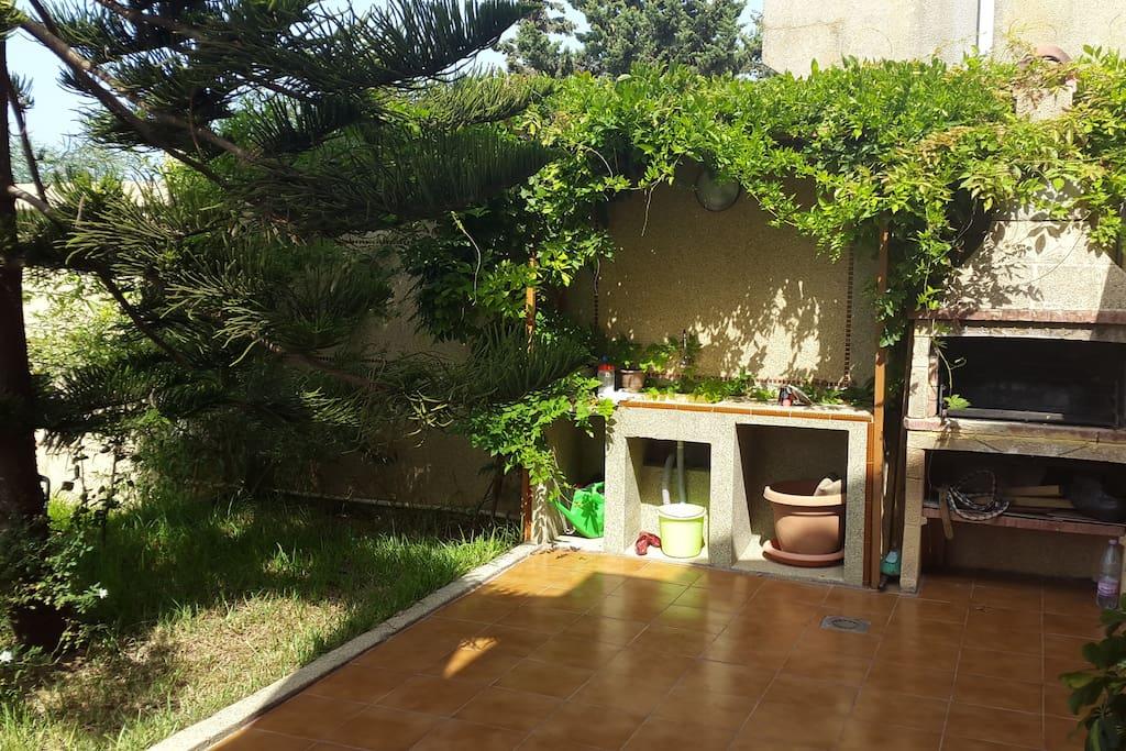 Terrasse avec véranda et barbecue