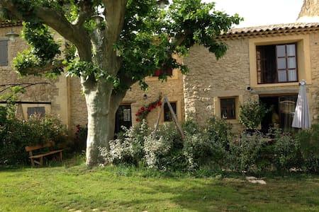 Luberon - Charleval - บ้าน
