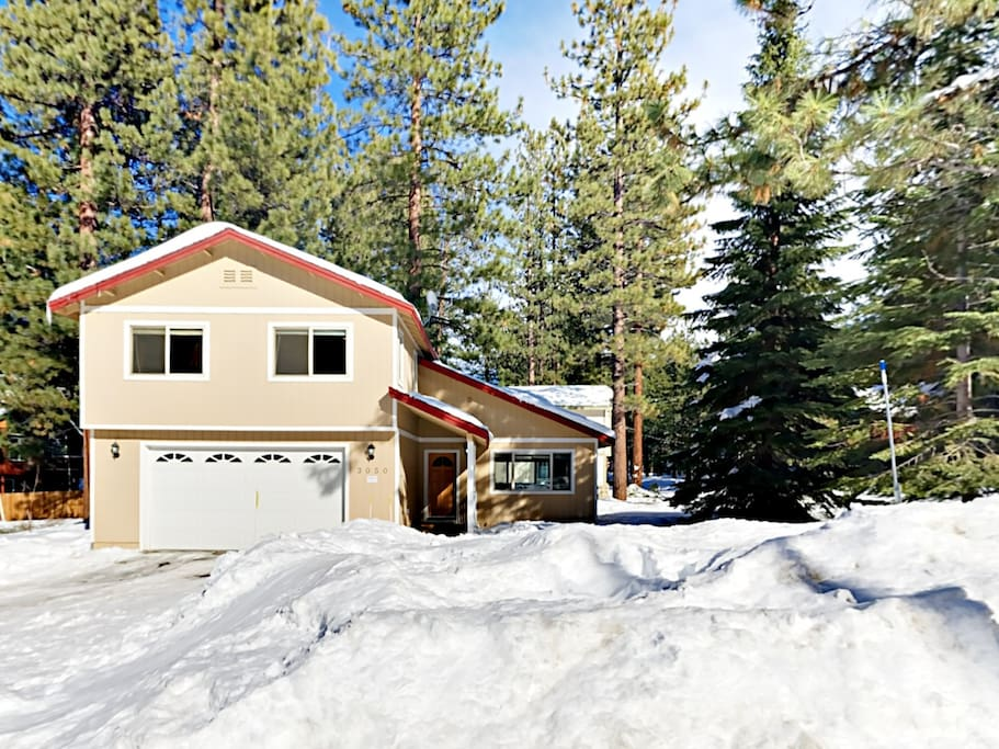 This 2-story mountain retreat is located just 10-minutes from the slopes at Heavenly.