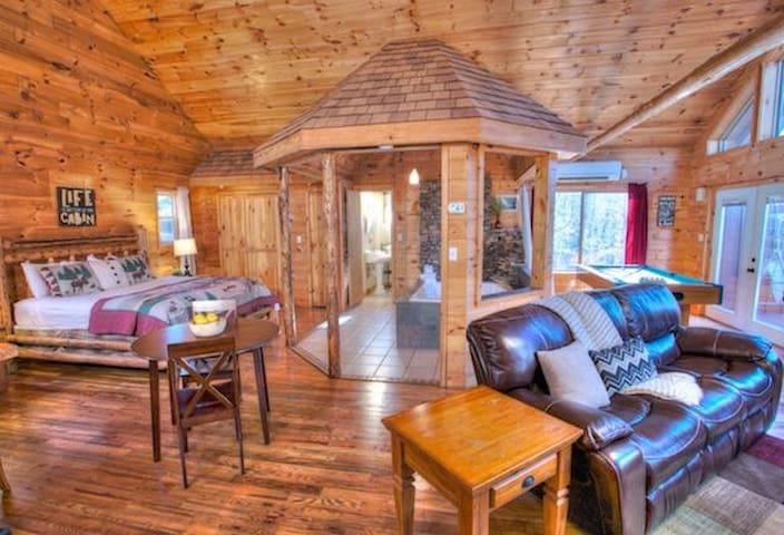 Rustic yet Modern Cabin Perfect for Couples